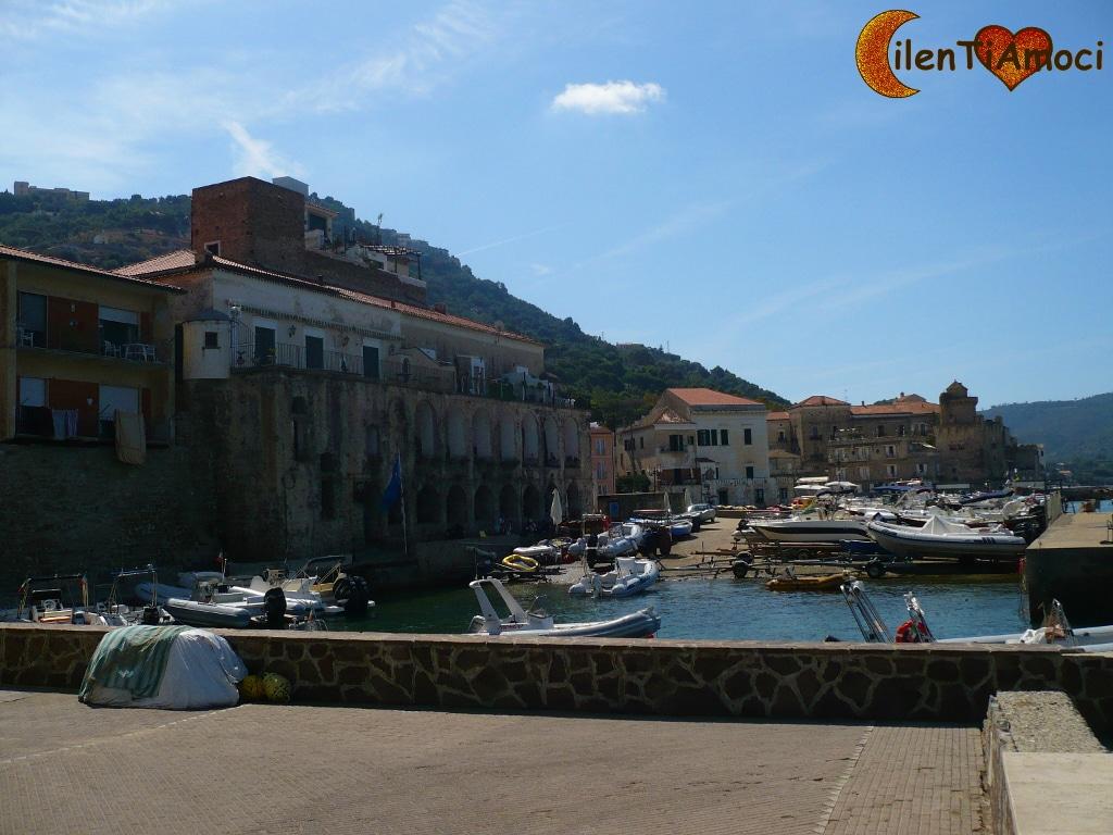 Porto delle Gatte, Santa Maria di Castellabate