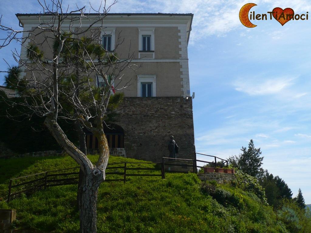 Statua abate san Costabile Castello di Castellabate