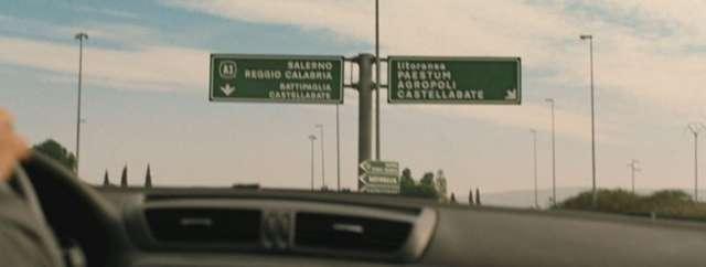Cartello bivio autostradale in Benvenuti al Sud R